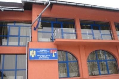 PROTEST: Dascălii pichetează Inspectoratul Şcolar