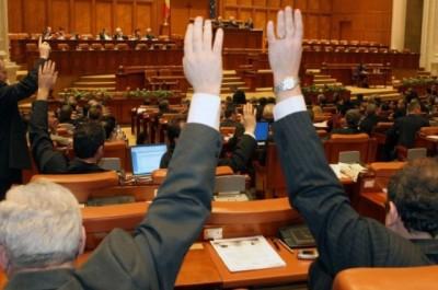 Deputaţii, obligaţi să-şi anunţe prezenţa înaintea fiecărui vot final