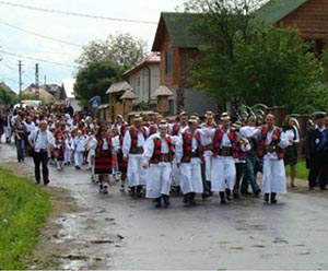 """Fiii satului Şieu se întâlnesc la festivalul """"Floare mândră de pe Iza"""""""
