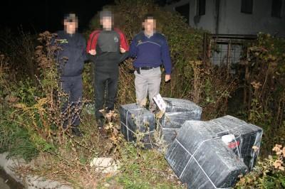 Trei adolescenți prinși cu țigări de contrabandă la Repedea