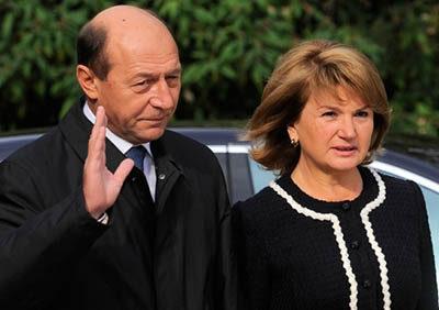 Soții Băsescu au obținut cetățenia Republicii Moldova