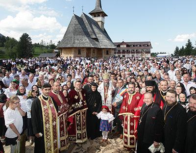 Mănăstirea Pietroasa: Tinerii îndemnaţi să-L cheme pe Dumnezeu în mijlocul lor