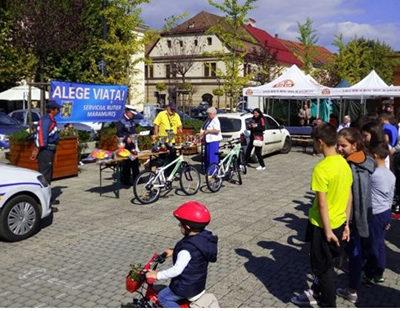 Copii premiaţi pentru cunoştinţe de circulaţie şi îndemânare cu bicicleta