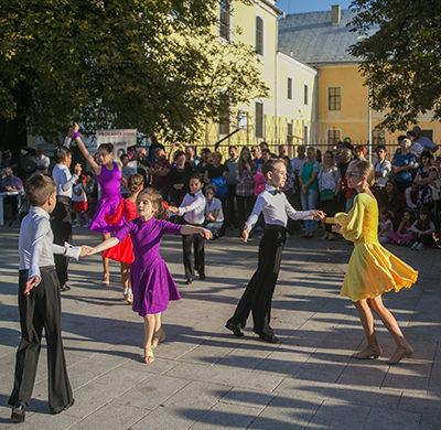 Prodance 2000: Dans în Piața Cetății și la școală