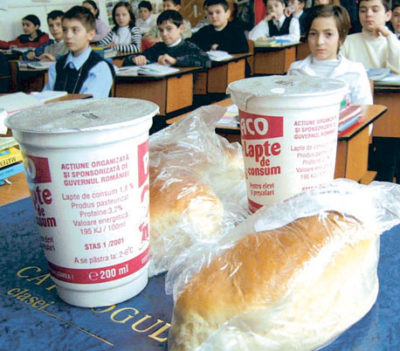"""""""Laptele şi cornul"""" înlocuit cu masă caldă doar în 50 de unităţi"""