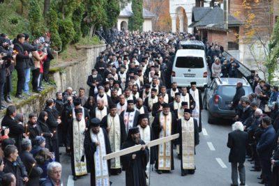 Preasfinţitul Justinian îngropat aproape de poarta Mănăstirii Rohia