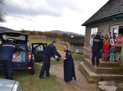 Gest umanitar al jandarmilor de ziua patronilor spirituali