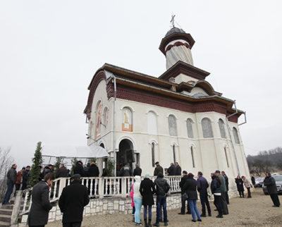 """Hram la Mănăstirea """"Sfântul Apostol Andrei"""" din Berinţa"""