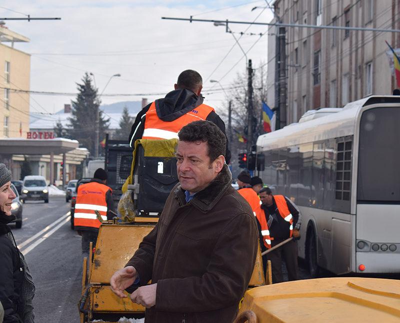 Se plombează gropile de pe străzile din Baia Mare