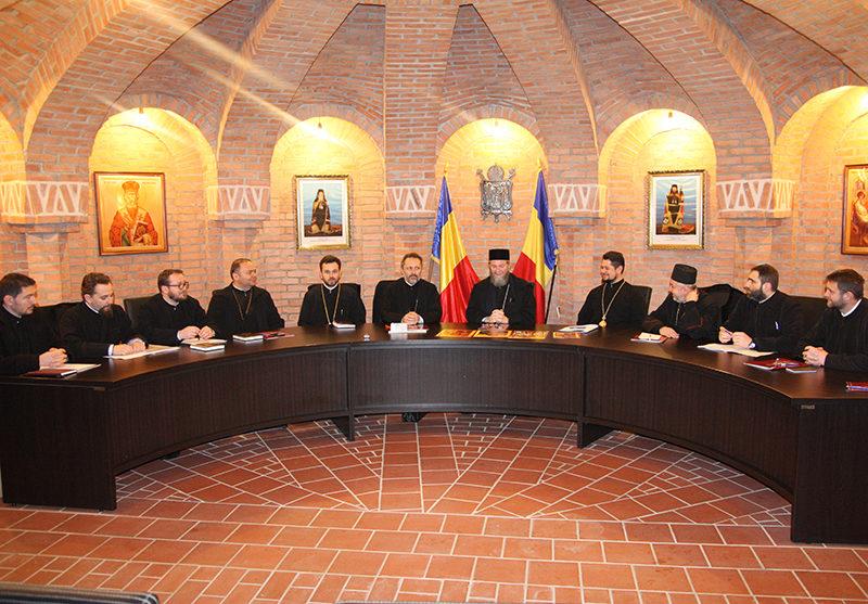 Episcop Iustin: Între preoţi şi profesorii de religie trebuie să existe colaborare