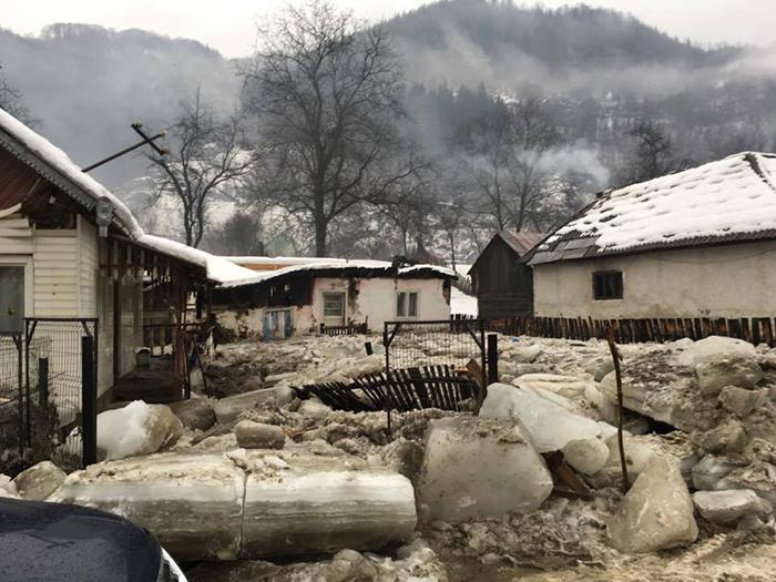 Hrană trimisă celor 70 de persoane izolate pe Valea Vaserului