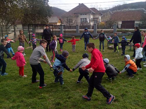 Copiii de la grădinița din Buciumi și elevii din clasele I-IV – mici ecologiști