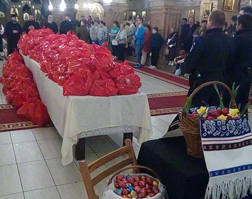 Cadouri pentru 1.400 de persoane de la Asociaţia Femeilor Ortodoxe