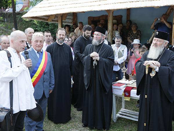 Înaltpreasfinţitul Mitropolit Andrei şi Preasfinţitul Părinte Episcop Iustin au binecuvântat casa lui Grigore Leşe