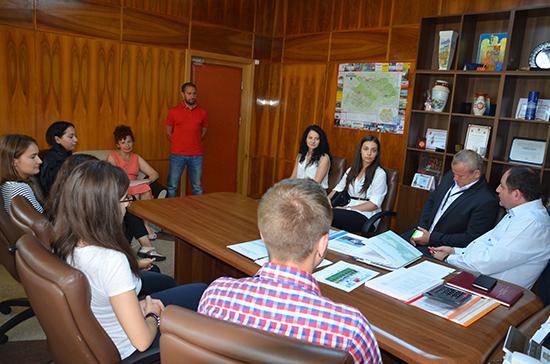 Sarcini în Instituția Prefectului pentru șase tineri