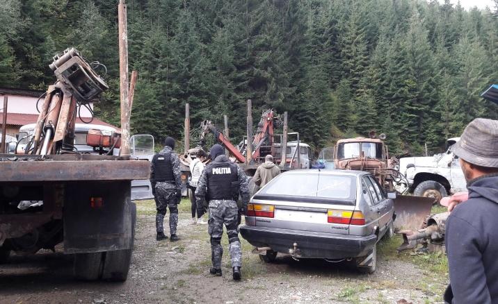 Descinderi la persoane bănuite de furt de lemne