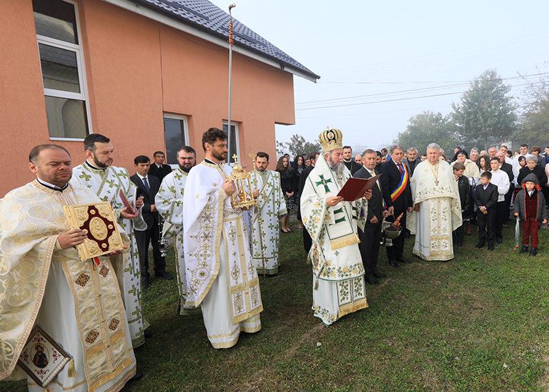 Biserica din Lucăceşti – târnosită după 92 de ani de la construire
