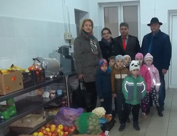Cadouri pentru bunicii din Baia Sprie de la copii de grădiniță