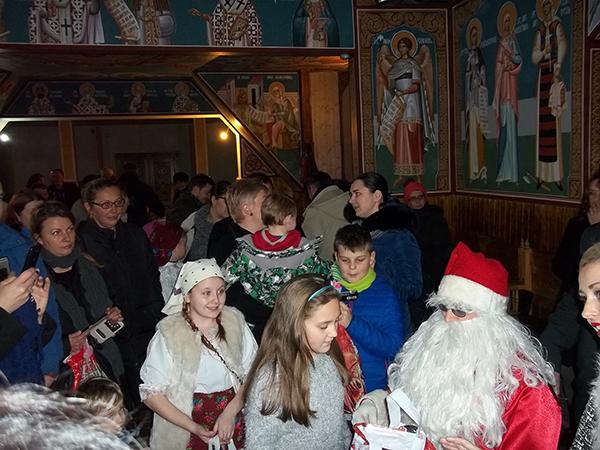 """Concert de colinde și primirea """"Moșului"""", la Biserica de lemn din Baia Sprie"""