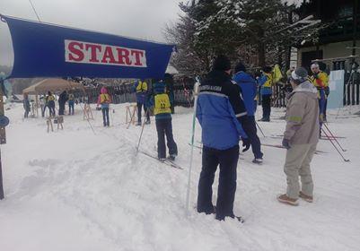 Jandarmii asigură ordinea la campionatul școlar de schi