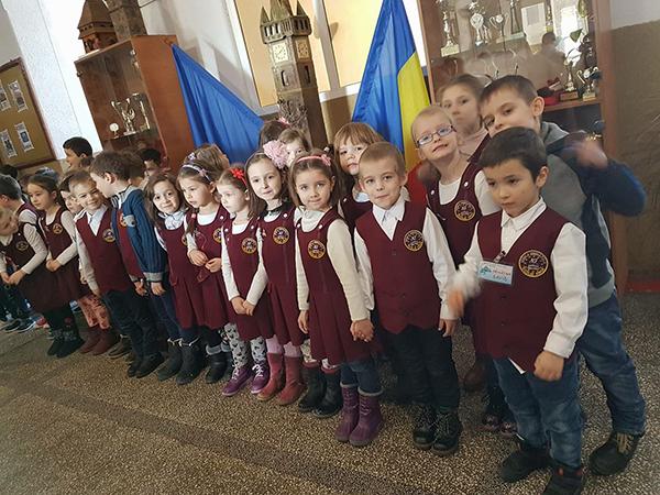 """""""Un zâmbet pentru mama"""" – la Școala N. Iorga Baia Mare"""