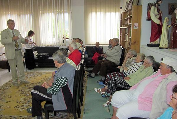 """""""Terapia prin Lumină"""" la Căminul de Bătrâni din Baia Sprie"""