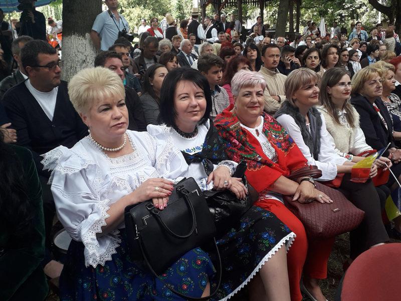"""Festival de folclor """"Cânt și joc în Maramureș"""" la Șomcuta Mare"""