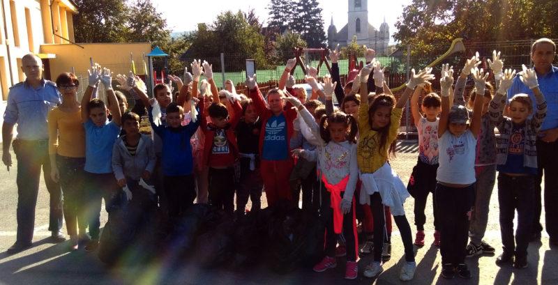 """Elevii din Șomcuta – voluntari în """"Ziua de curățenie națională"""""""