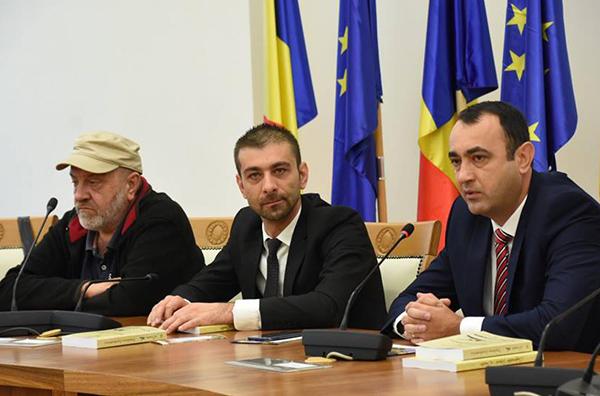 """Zeci de scriitori reuniți la """"Maramureșul Unirii"""""""