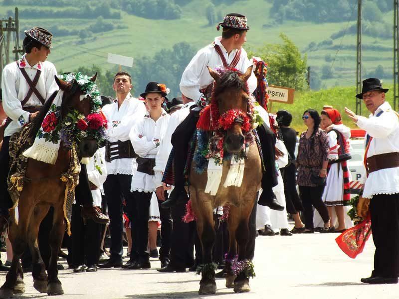 """Zece căruțe din Maramureş pe """"Drumul Unirii"""""""