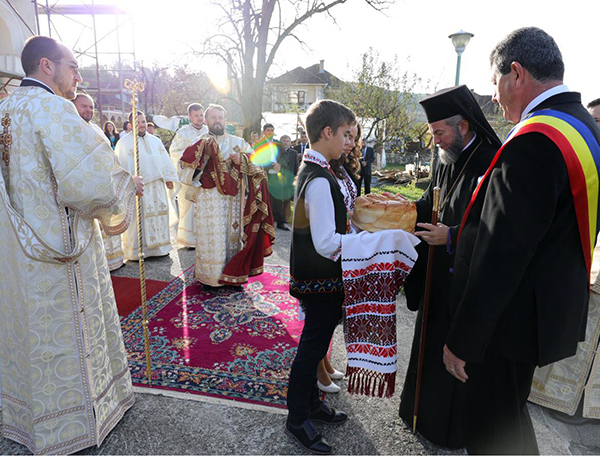 PS Iustin la hramul bisericii din Buciumi. Preot hirotonit