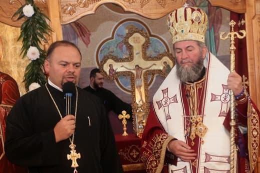 Preasfințitul Iustin, la biserica din Buciumi