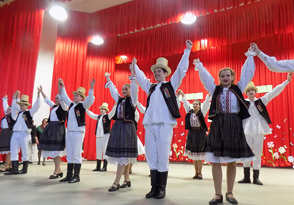 """Cântece, dansuri și ,,Gânduri pentru mama"""", la Șomcuta Mare"""