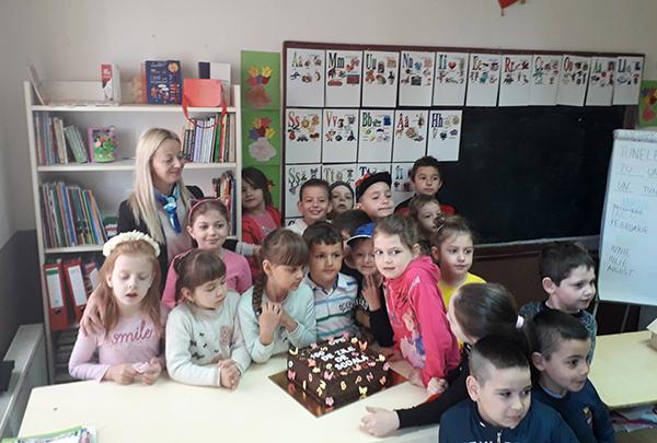 Sărbătoare și artă la școala din Șomcuta. Munca micilor artiști din clasa pregătitoare B a fost răsplătită
