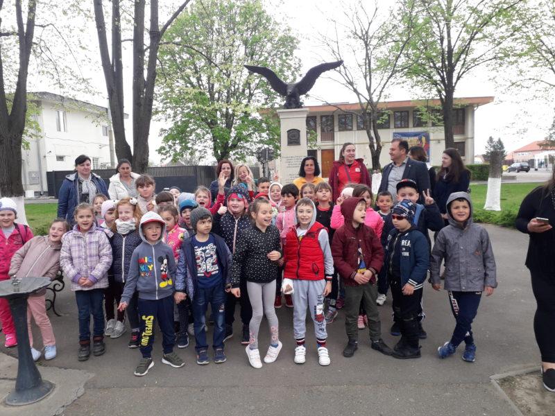 Elevii din Șomcuta, la fabrica de ciocolată. Copiii întâmpinați de primar