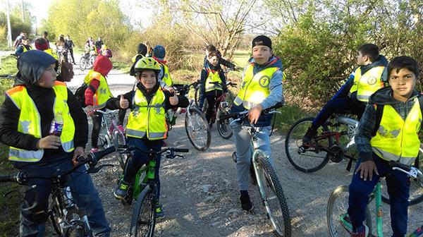 copii cu biciclete