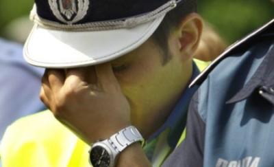 Dosar penal după ce a lovit doi poliţişti