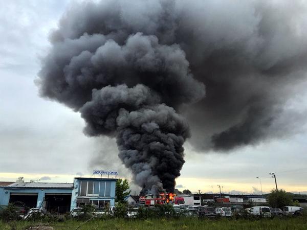 Incendiu la o hală în construcţie
