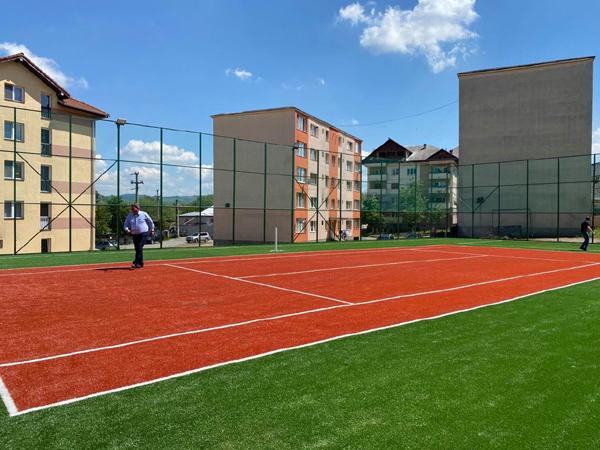 Gheorghe-Ioan Buda: Fără noroi în curtea şcolii din Şomcuta Mare