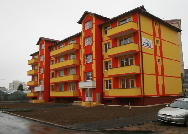 Bloc ANL pentru locuințe de serviciu, în parteneriat cu CJ
