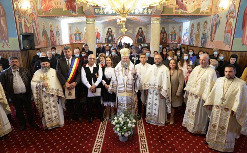 IPS Iustin, la Buciumi. Binecuvântarea capelei şi Sfânta Liturghie