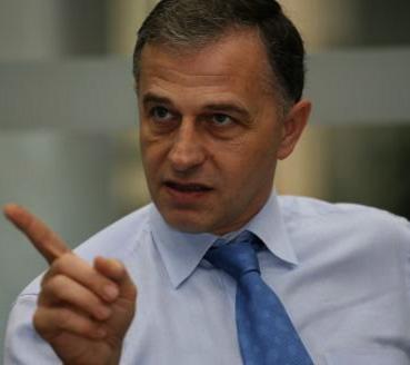 """Mircea Geoana: """"Nu voi ramane impasibil daca cei care mi-au fost alaturi vor fi hartuiti"""""""
