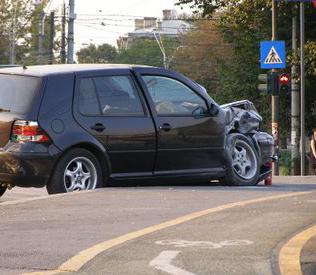 Secretarul PDL Maramures a intrat cu masina intr-un semafor