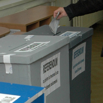Referendum amanat din lipsa de fonduri