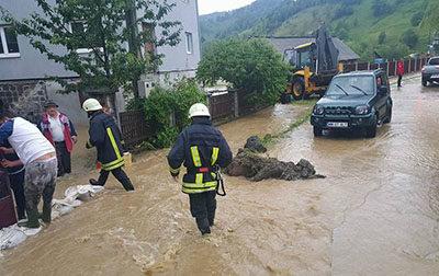Două administraţii sprijinite financiar după inundaţii