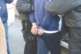 """Arestat după ce a """"bătut măr"""" poliţistul din comună"""