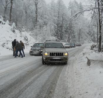 Trafic rutier în condiţii de iarnă între Baia Sprie şi Cavnic