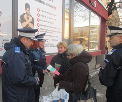 Jandarmii şi poliţiştii desfăşoară activităţi pentru prevenirea fraudelor electorale