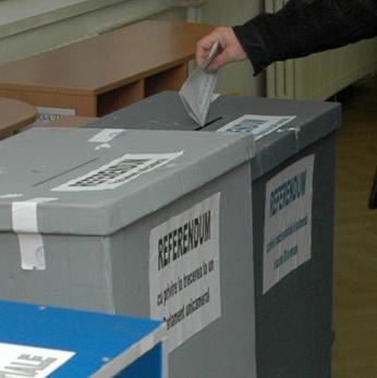 Referendum: La ce întrebare vor răspunde românii