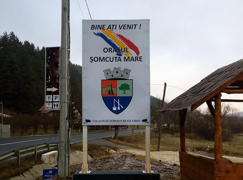 Panouri luminoase la intrare în Șomcuta Mare